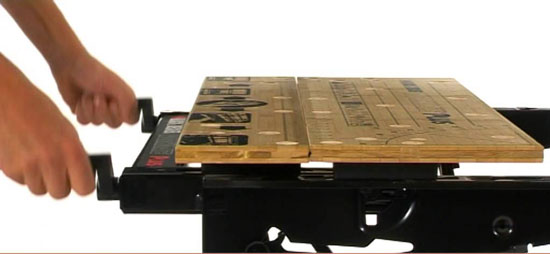 PORTABLE-WORKBENCH-PEGS